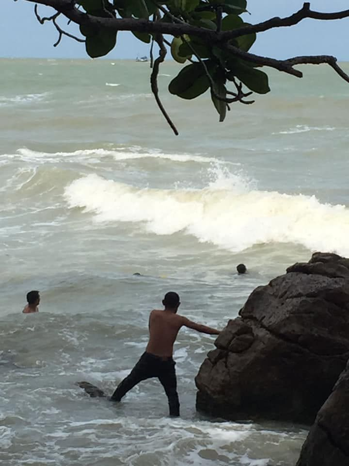 Brother and sister plucked from surf in Nakhon Si Thammarat – VIDEO | News by Thaiger