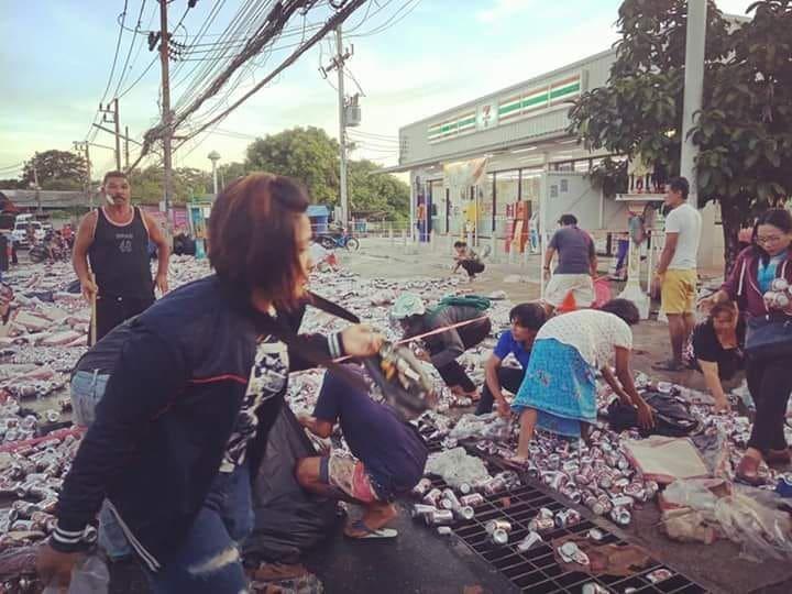 Beer truck overturns in Rassada, Phuket – VIDEO   The Thaiger