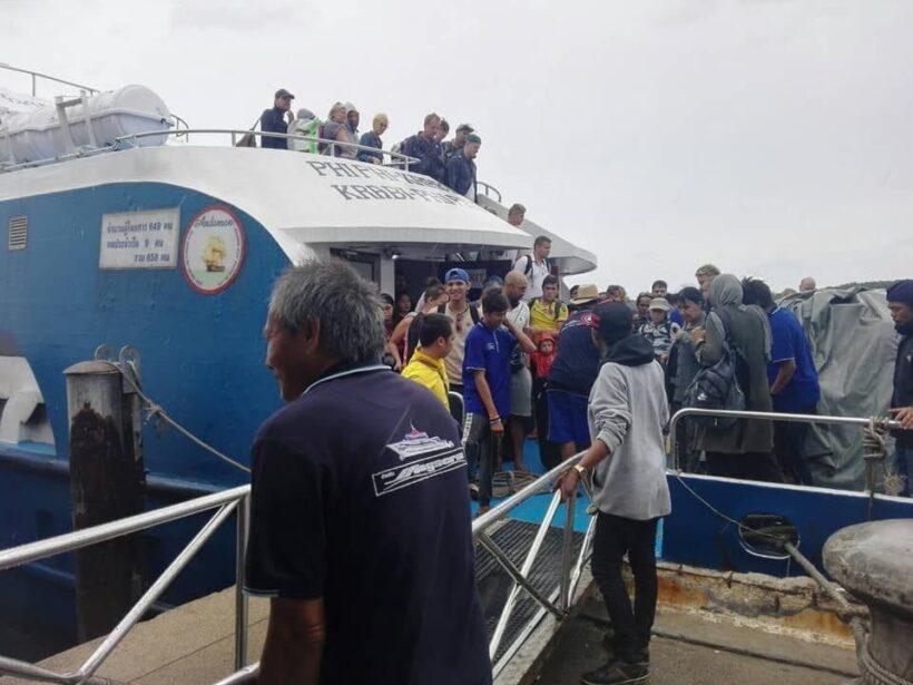 ศูนย์ช่วยเหลือนักท่องเที่ยว จังหวัดกระบี่ ขนนักท่องเที่ยวจากเกาะขึ้นฝั่ง | The Thaiger