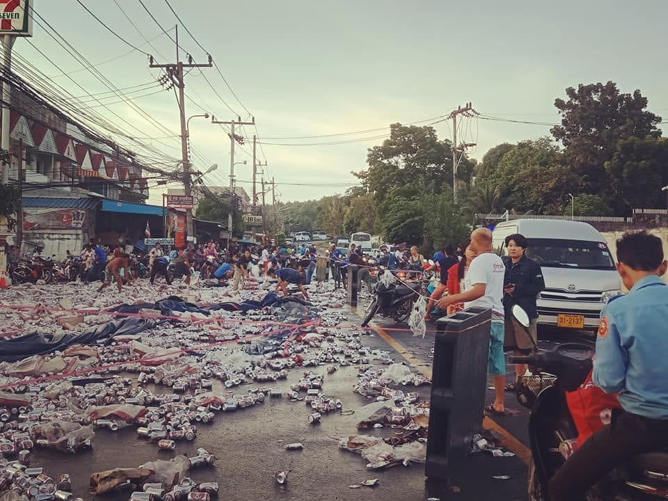 Beer truck overturns in Rassada, Phuket - VIDEO | News by The Thaiger