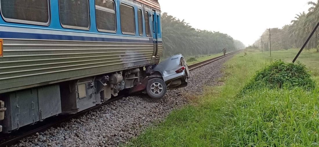 Mother and son killed after train collided with their pickup truck in Surat Thani | News by The Thaiger
