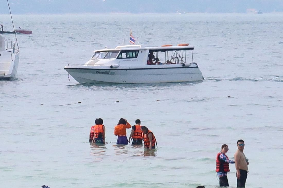Chinese tourists caught on camera removing sea stars at Coral Island | News by The Thaiger