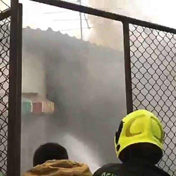 ควบคุมเพลิงได้แล้ว เพลิงไหม้บ้านเรือนประชาชน ซ.เท็กซัส ถ.ผดุงด้าว | News by The Thaiger