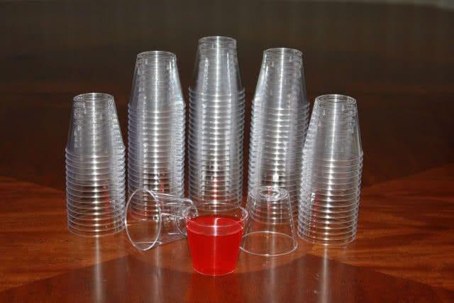 กระทรวงธรรมชาติฯ นำร่อง ห้ามร้านค้าใช้แก้วพลาสติก   News by The Thaiger