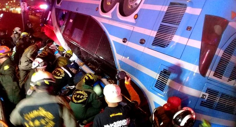 Six people, including a baby, killed in Pathum Thani bus accident | News by The Thaiger
