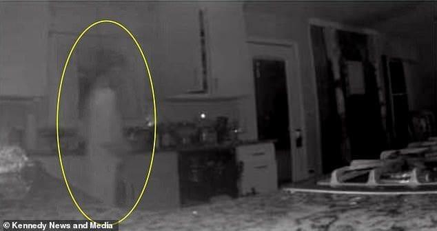 แม่แทบทรุด กล้องถ่ายติดวิญญาณลูกชายเดินในบ้าน | The Thaiger