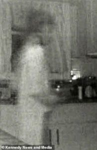 แม่แทบทรุด กล้องถ่ายติดวิญญาณลูกชายเดินในบ้าน | News by The Thaiger