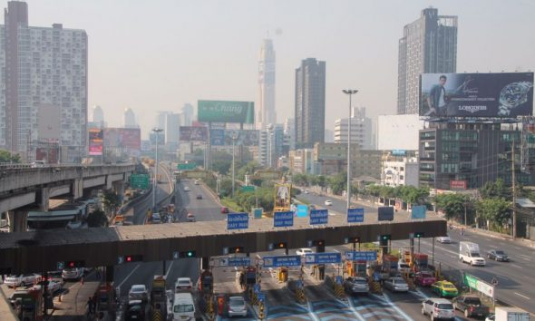 Bangkok smog: Police get out their hoses | The Thaiger