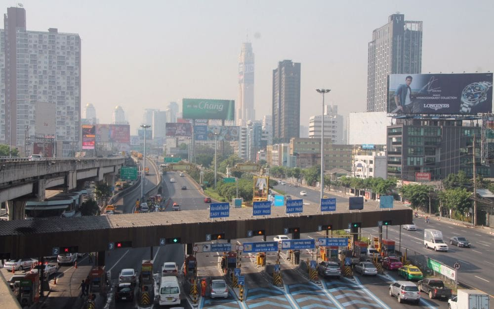 Bangkok smog: Police get out their hoses | The Thaiger