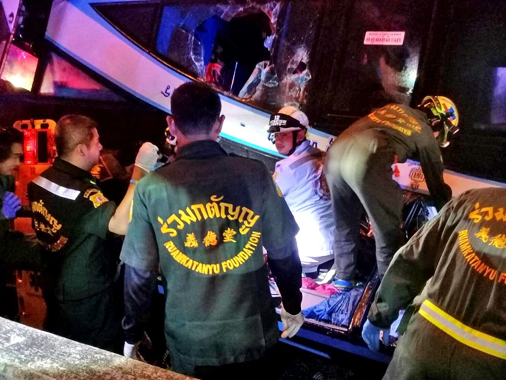 Six people, including a baby, killed in Pathum Thani bus accident | News by Thaiger