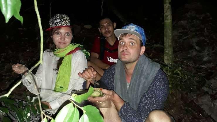พบแล้ว! สองสามีภรรยาชาวยูเครน หลงป่าเขาหงอนนาค หลังระดมหา 8 ชม. | News by The Thaiger