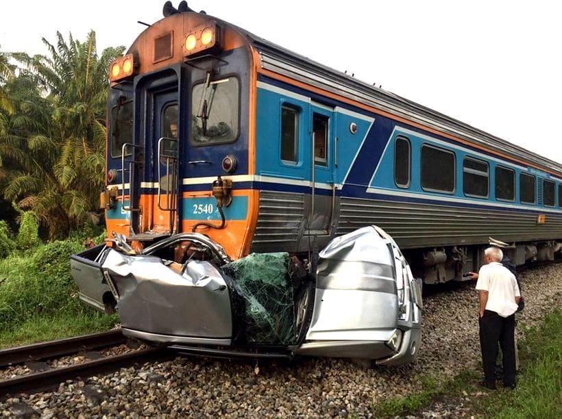 Bangkok-Yala Express Train crashes into pickup killing mother and child | The Thaiger