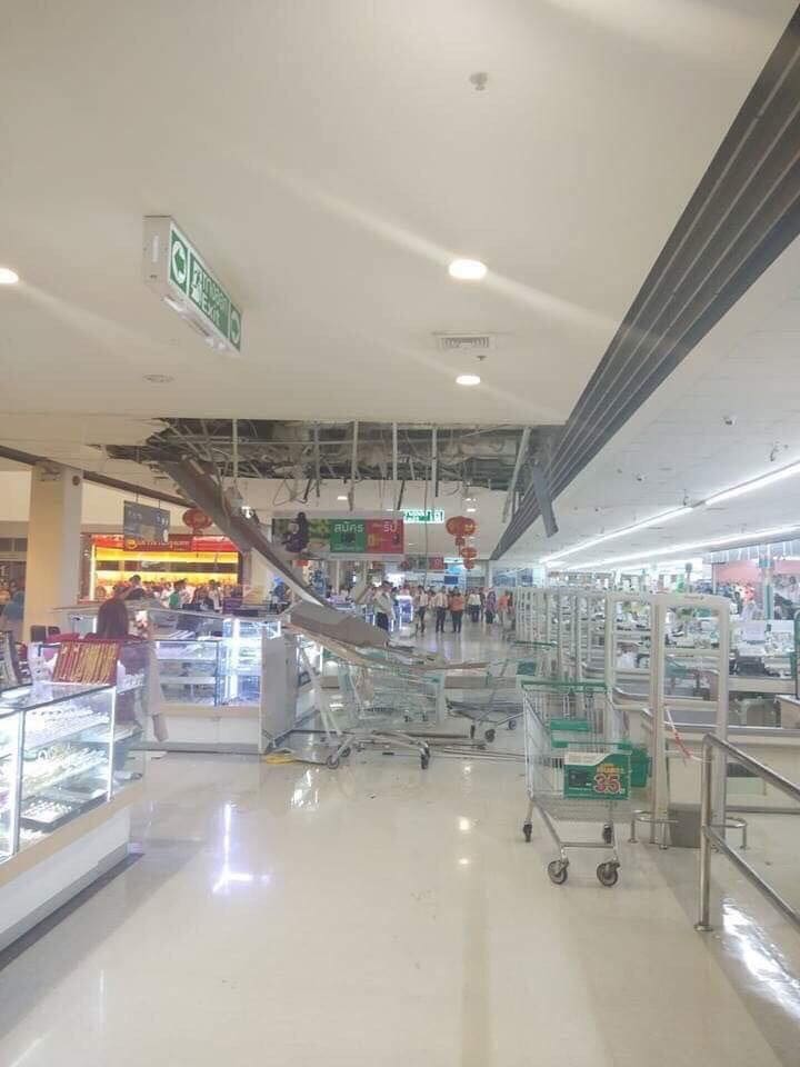 No injuries as ceiling collapses at Tesco Lotus Samkong | News by The Thaiger