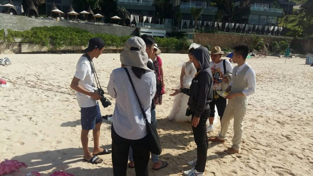 Seven arrested over illegal pre-wedding photo shoots in Phuket | News by Thaiger