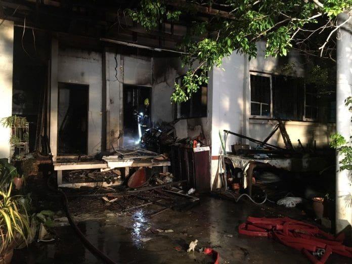 ระทึก! ไฟไหม้บ้าน ซ.วิภาวดี 60 กลางดึก ขณะเจ้าของบ้านวัย 63 นอนหลับ | News by The Thaiger