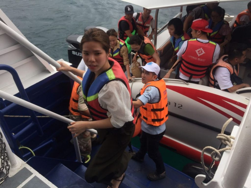 120 foreign tourists being brought back from Koh Racha - Pabuk | News by The Thaiger