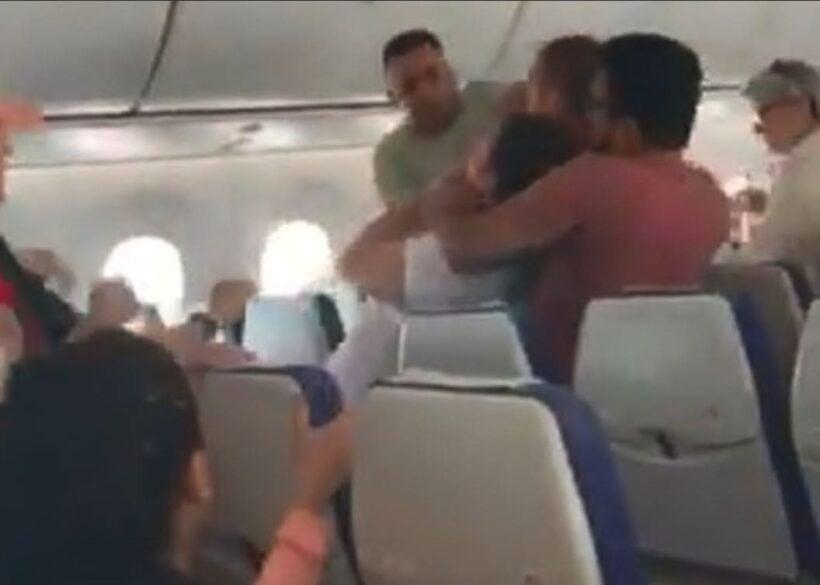 Scoot passengers jump in to help restrain man, pilot diverts flight | News by Thaiger