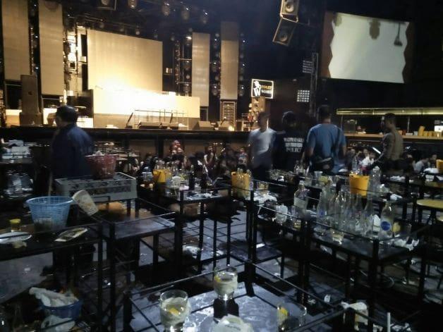 สั่งปิด 5 ปี ผับ56 Arena Music Hall - นักเที่ยวฉี่ม่วง 114 ราย ยาเสพติดทิ้งเต็มร้าน   News by The Thaiger