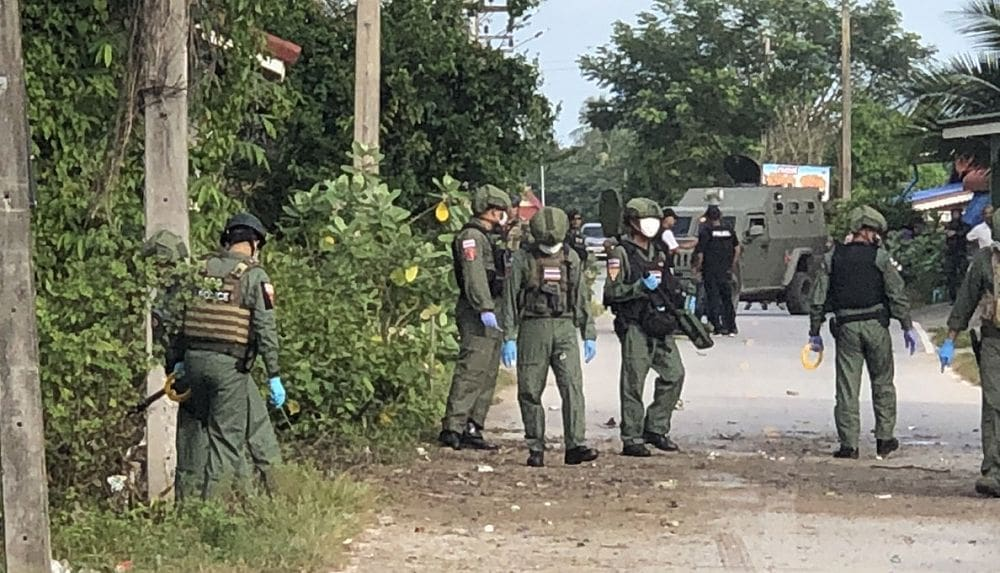 Students huddle under desks in Narathiwat as insurgents fight with soldiers | News by The Thaiger