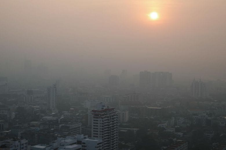 BKK authorities short on solutions to smog *Thaiger Bites | The Thaiger