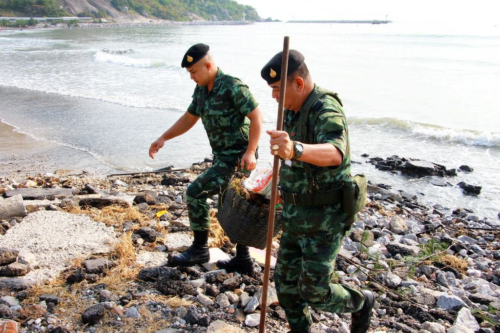 Hua Hin officials roll up their sleeves to clean the beaches after recent storms | The Thaiger