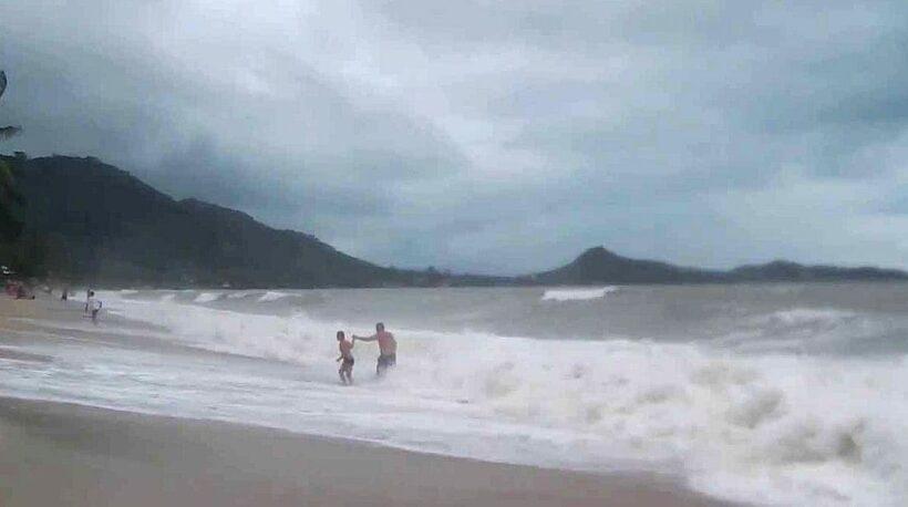 Pabuk: Tourists flee Gulf islands of Koh Phangan, Samui and Koh Tao | The Thaiger