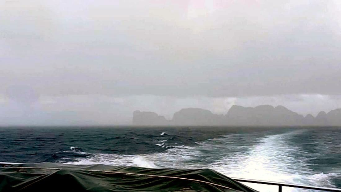 Phuket small boats 'should not' leave port – weather warning | The Thaiger