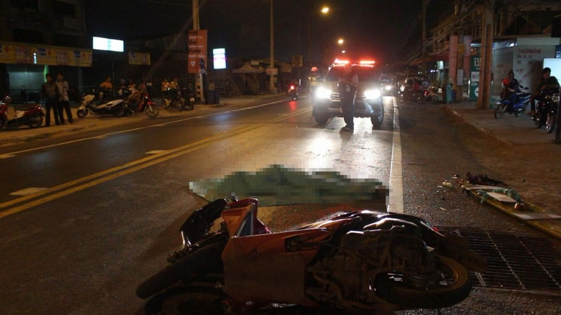 Motorbike driver dies after his head crushed in Udon Thani, truck driver flees | News by The Thaiger
