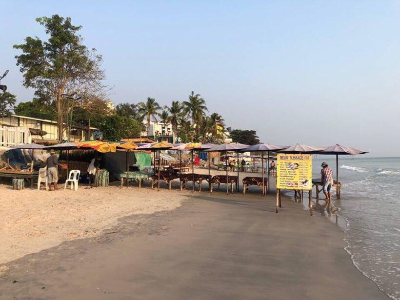 ชาวเน็ตแฉ ร้านอาหารวางเก้าอี้รุกล้ำหาดหัวหิน ปิดทางคนสัญจร | The Thaiger