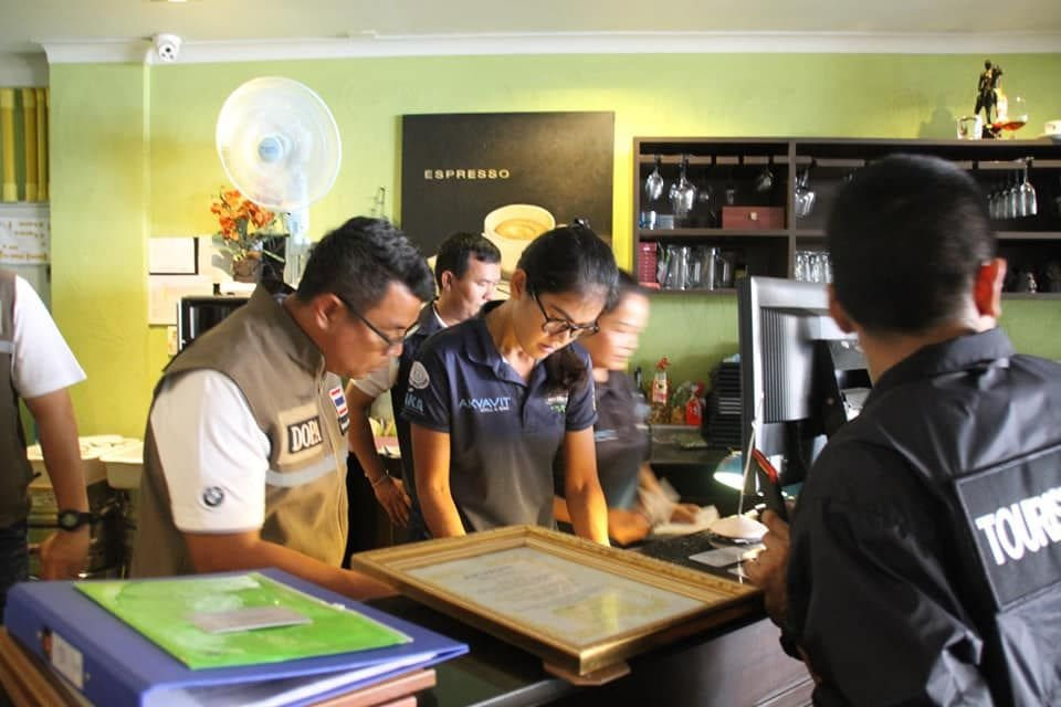 Officials make arrests at three Pattaya hotels operating without licences | The Thaiger