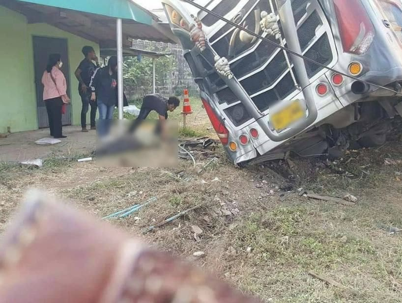 19 injured after bus crashes into Sa Kaeo property | News by The Thaiger