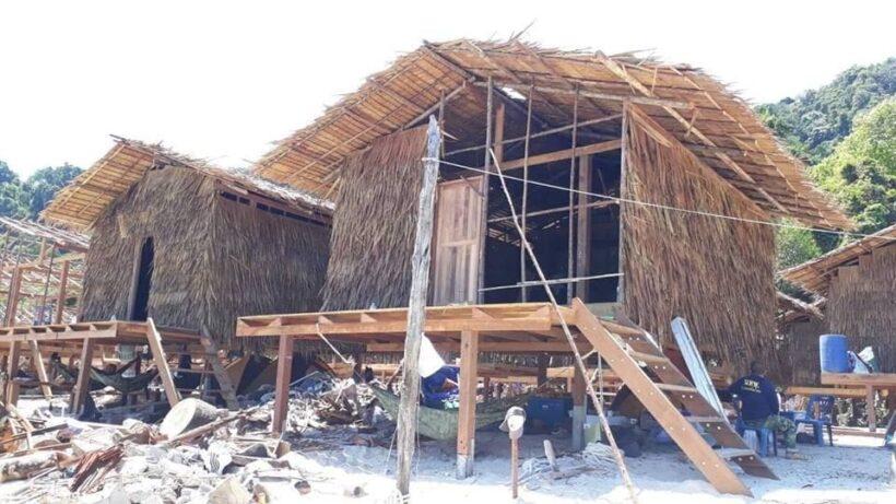 เปิดภาพบ้านหลังใหม่ใกล้แล้วเสร็จ ชีวิตหลังเพลิงวอดของชุมชนชาวมอแกน เกาะสุรินทร์ | News by The Thaiger