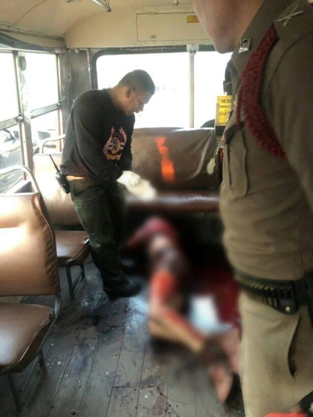 นักเรียนม.6ปทุมคงคา ถูกเด็กอาชีวะกร่างโชว์แฟน กระหน่ำแทงทะลุปอดดับบนรถเมล์ | News by The Thaiger
