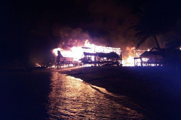 เพลิงไหม้หมู่บ้านชาวเล หมู่เกาะสุรินทร์ จ.พังงา วอด 67 หลัง | The Thaiger