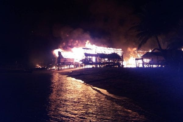 Fire destroys Moken Village in Phang Nga – VIDEO | The Thaiger