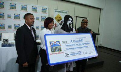 หนุ่มถูกหวย 158 ล้าน กลัวญาติโผล่ ใส่หน้ากากผีมาขึ้นรางวัลที่กองสลาก | The Thaiger