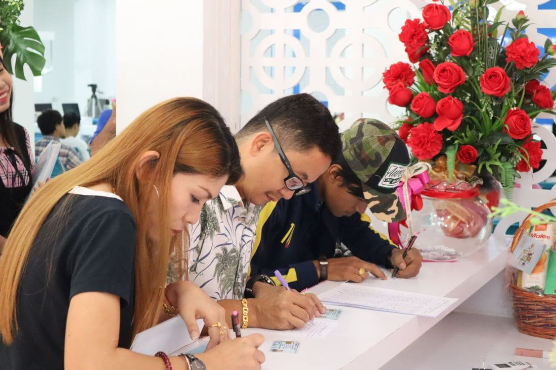 Couples get hitched in Phuket on Valentines Day | News by Thaiger