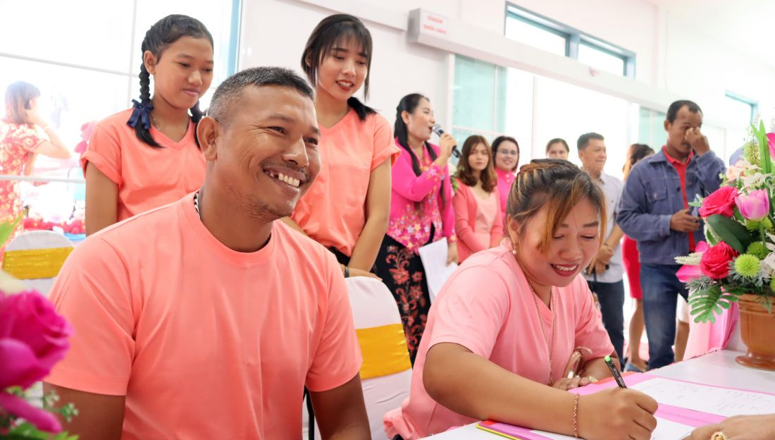 Couples get hitched in Phuket on Valentines Day   The Thaiger