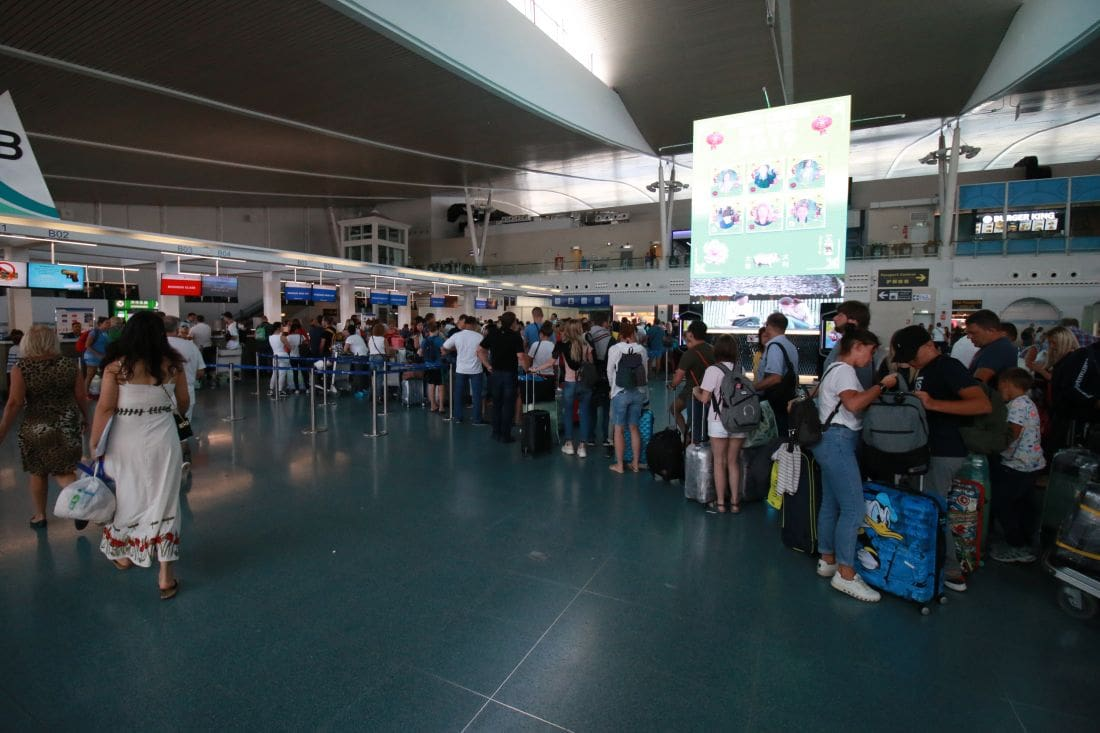 Flights delayed and cancelled at Phuket Airport - Closure of Pakistan airspace   News by Thaiger