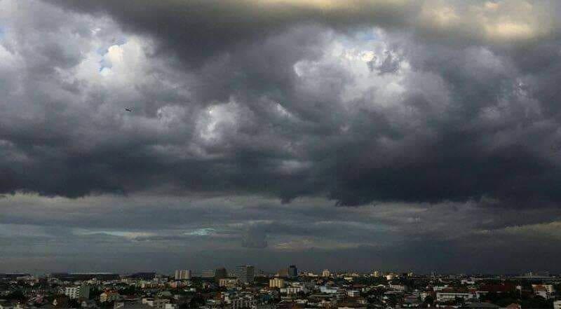 กรมอุตุฯ เตือน ฝนตกทั่วไทย ลมกระโชกแรง ทะเลคลื่นสูง 1-2 ม. | The Thaiger