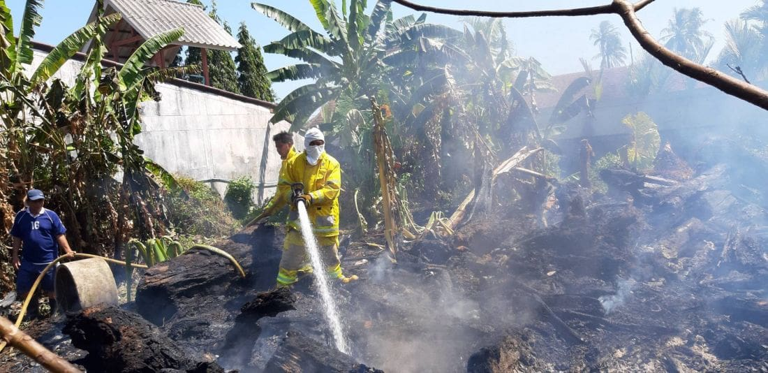 Grass fire destroys motorbikes in Rawai | The Thaiger