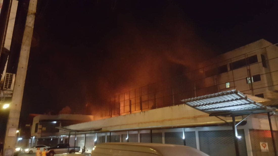 Fire damages garage along main road in Rassada | The Thaiger