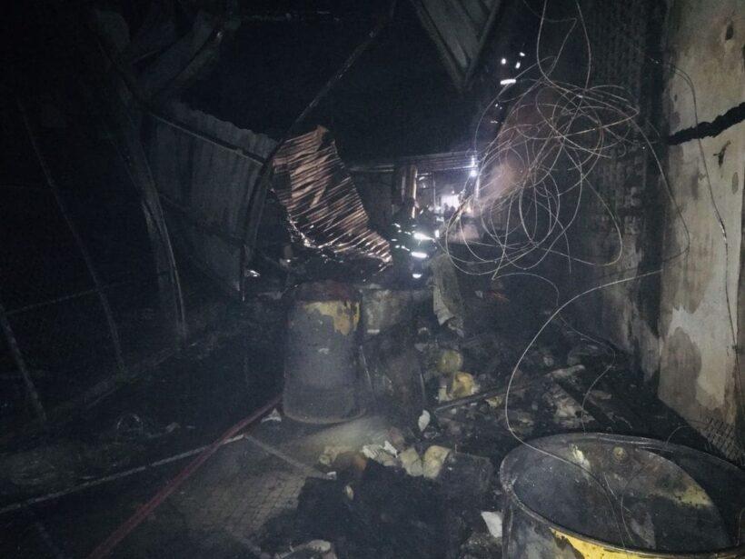 เกิดเพลิงไหม้อู่ซ่อมรถกลางเมืองภูเก็ตช่วงรุ่งสาง เสียหายหลายแสนบาท คาดไฟฟ้าลัดวงจร | News by The Thaiger