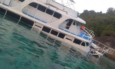 Eleven passengers recovered from dive boat after it hit rocks off Koh Similan group | The Thaiger