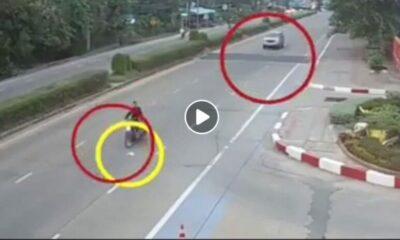 คลิปอุทาหรณ์ มอเตอร์ไซค์จอดเก็บของกลางถนน ถูกรถยนต์เสยท้าย ใครผิดล่ะงานนี้! | The Thaiger