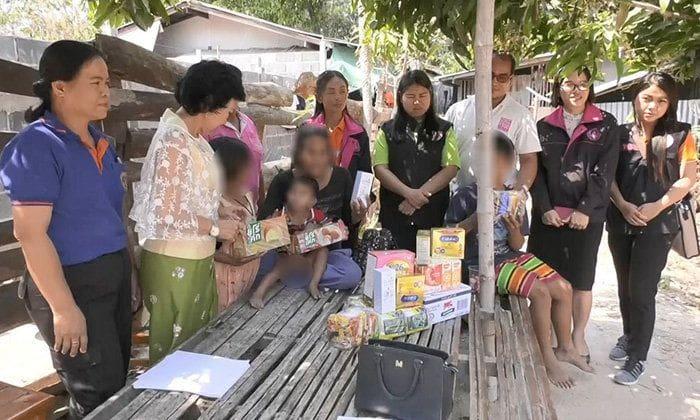สลด! สาว 15 ท้อง 5 เดือนถูกจับยาบ้า ยายป่วย HIV ต้องเลี้ยงหลาน 22 คน | News by The Thaiger