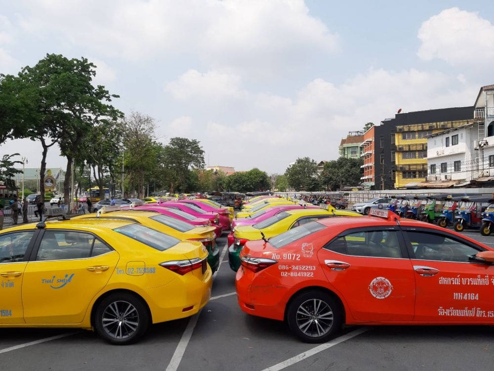 126 Grand Palace taxi and tuk tuk drivers, and local vendors, arrested | The Thaiger