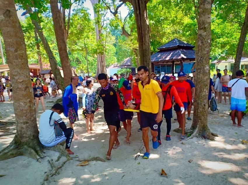 Chinese tourist rescued after choking on water in Koh Similans | News by The Thaiger