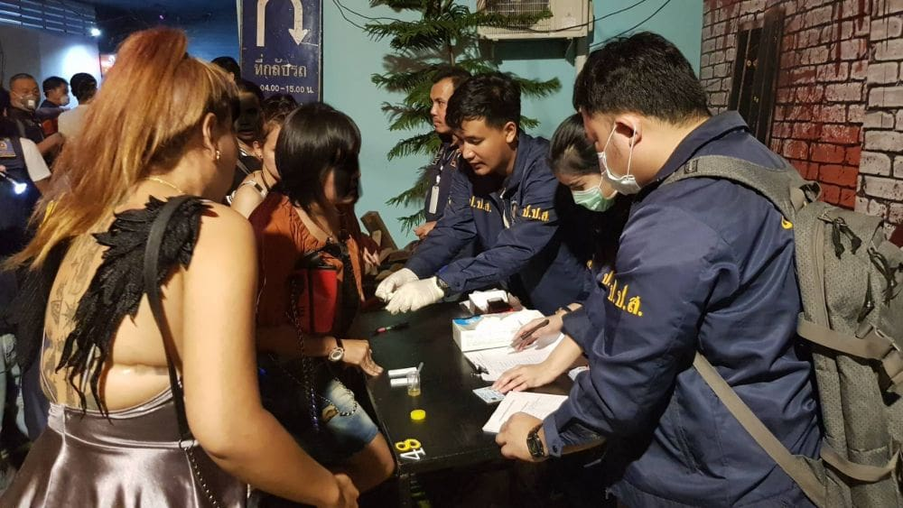 400cc Nightclub raided in Bangkok. 92 test positive for drugs. | The Thaiger