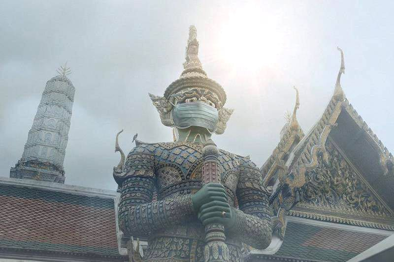 Facemasks on sacred statues gets BKK photographer into hot water | The Thaiger